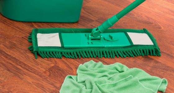 Namų valymo įrankių krepšelis